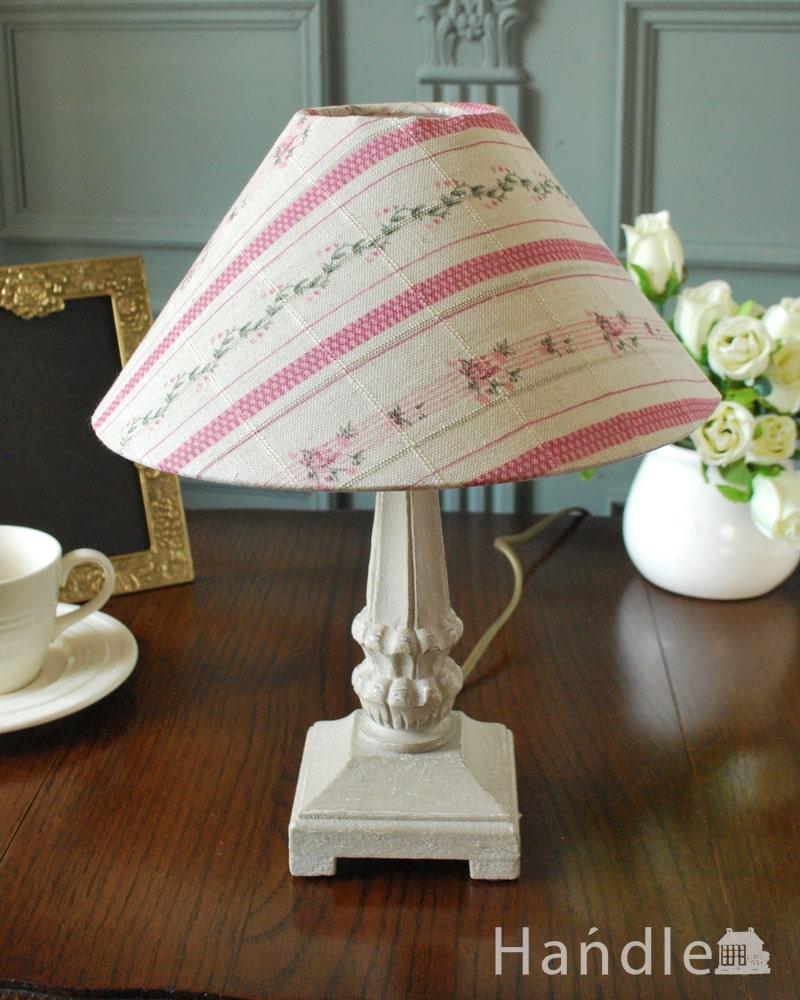 フランスから届いた花柄シェードのテーブルランプ、アンティーク風のおしゃれな照明(E17丸球付) (cf-1260)