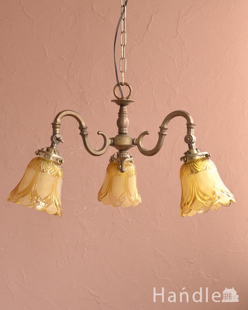 アンティーク風シャンデリア、お花のようなシェードが付いた照明(アンティーク色・3灯・電球なし) (cr-547-a)