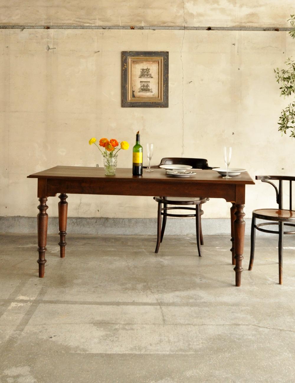 フランスのアンティーク家具、大人4〜6人で使えるダイニングテーブル(x