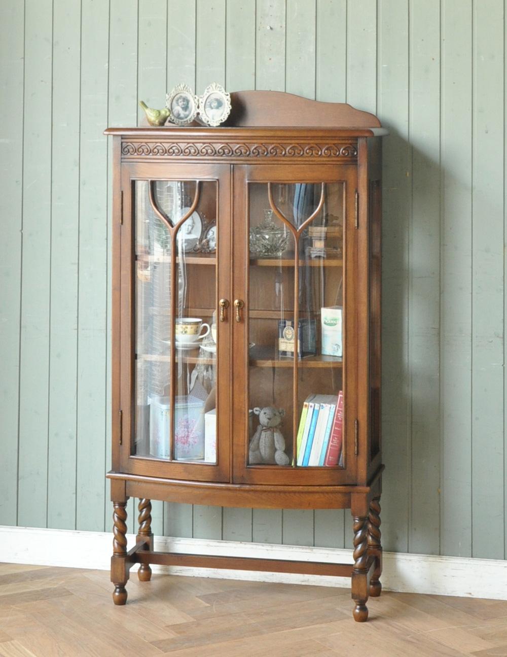 大切なものを飾るアンティーク風のガラスキャビネット(飾り棚)(y-103-f)|アンティーク風家具の廃盤商品