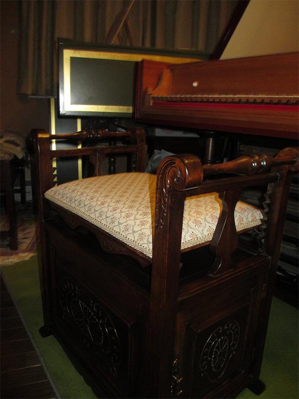 ピアノスツール