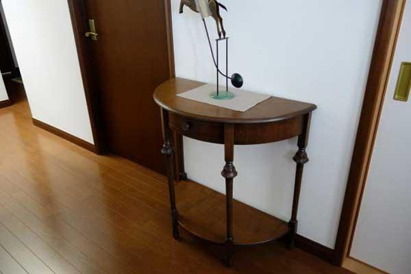 アンティークのテーブル