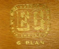 人気のG-PLAN社からアンティークサイドボード
