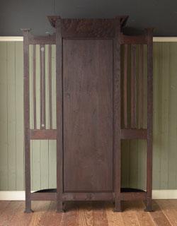 アンティーク家具 英国デザインのアンティーク家具、鏡付きが嬉しいホールスタンド(洋服掛け)。実は後ろ姿もキレイなんです。(m-264-f-1)