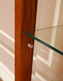 y-102-f ガラスキャビネット