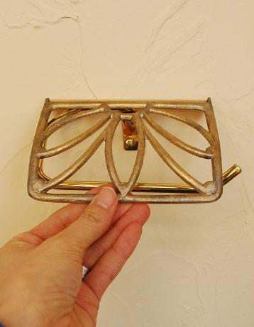 洗面・トイレ 住宅用パーツ 真鍮製トイレットペーパーホルダー(ゴールド・ビス付き)。リーフをモチーフとしたようなデザイン。(sa-209)