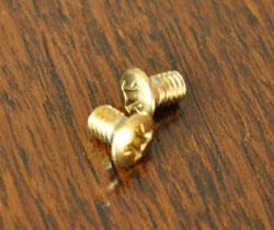 スイッチ・スイッチカバー 住宅用パーツ 真鍮スイッチプレート(3スイッチタイプ)。ネジも2つセットでお届けします。(sc-08-c)