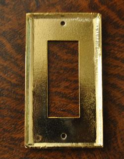スイッチ・スイッチカバー 住宅用パーツ 真鍮スイッチプレート(3スイッチタイプ)。裏側はこんな感じです。(sc-08-c)