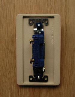 スイッチ・スイッチカバー 住宅用パーツ 陶器のお洒落な電気スイッチ(シングルスイッチ)。蓋を開けた状態になります。(sw-03)