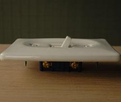 スイッチ・スイッチカバー 住宅用パーツ 陶器のお洒落な電気スイッチ(シングルスイッチ)。スイッチをカチカチするのが楽しくなりますよ!。(sw-03)