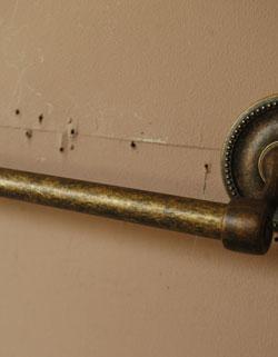 洗面・トイレ 住宅用パーツ タオルバー (アンティーク色)。アンティーク風の仕上がりです。(sa-602)
