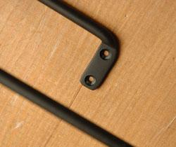 洗面・トイレ 住宅用パーツ ブラックブラスのマルチハンガー (ブラック・シンプル)。固定するためのネジがついてます。(sa-609)