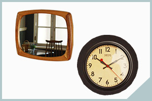 アンティーク風のミラーや時計
