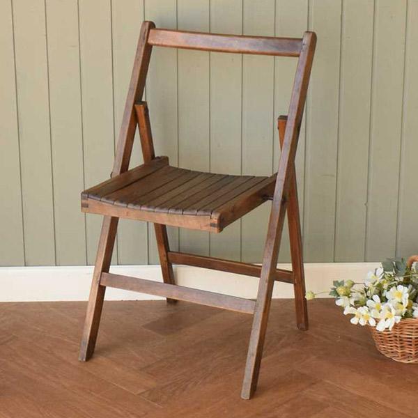 素朴で可愛い折りたたみ式の木製のガーデンチェア