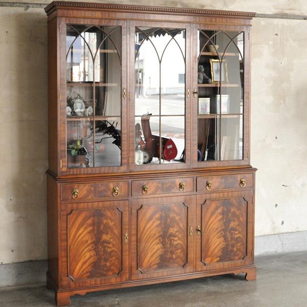 英国クラシックスタイルのアンティークの食器棚