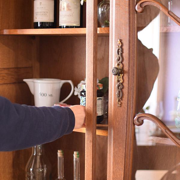 アンティークの食器棚