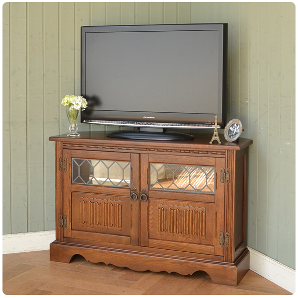 スペースを有効活用できるコーナータイプのテレビボード