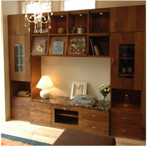 たっぷり収納できる壁面収納タイプのテレビボード